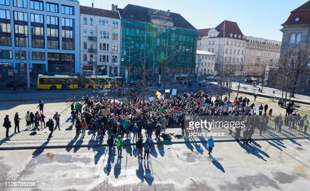 February 2019, Berlin: Pupils demonstrate for climate protection in Inavlidenpark. In many cities, students take to the streets under the motto...