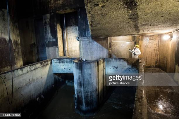 February 2019, Hamburg: View into the screen plant with gate valve during a control and cleaning operation of Hamburg Wasser employees in the screen...