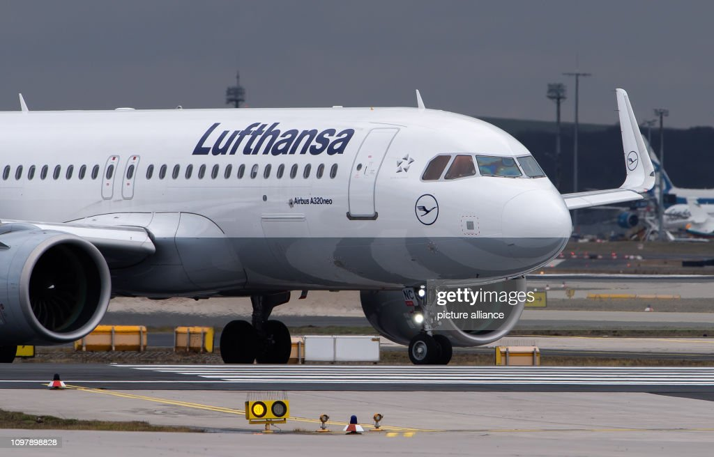 An Airbus A320 Neo of the airline Lufthansa is taxiing on