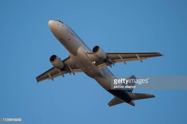 Shortly after takeoff an Airbus A320200 of the airline Lufthansa is in a climb flight at Frankfurt Airport Photo Silas Stein/dpa