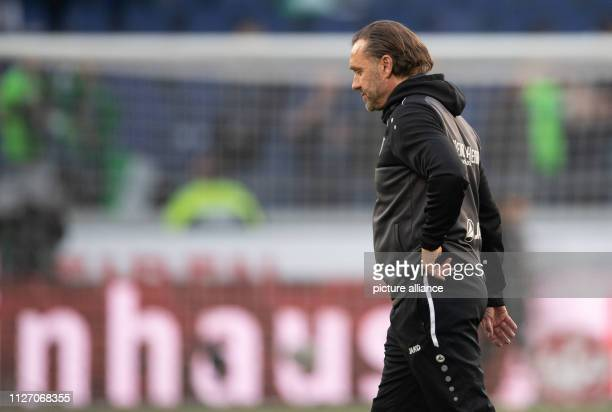 Soccer Bundesliga Hannover 96 Eintracht Frankfurt 23rd matchday in the HDIArena Hanover coach Thomas Doll leaves the pitch at the end of the game...