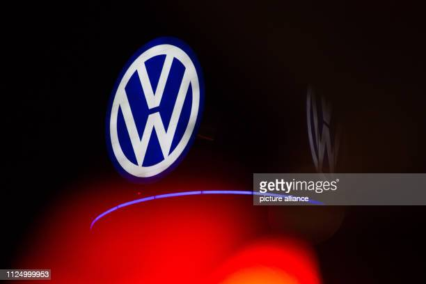 The red light of a traffic light shines in front of the illuminated VW logo on a former television tower in the city centre Photo Raphael Knipping/dpa