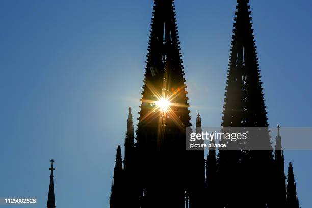 15 February 2019 North RhineWestphalia Köln Sunrays penetrate through the north tower of the cathedral Photo Oliver Berg/dpa