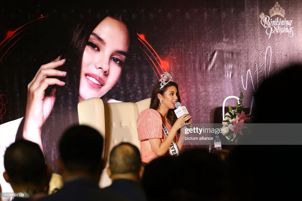 homecoming de miss universe 2018. - Página 4 February-2019-philippines-manila-miss-universe-catriona-gray-gives-a-picture-id1126004115
