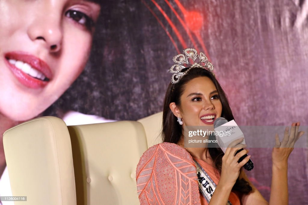 homecoming de miss universe 2018. - Página 5 February-2019-philippines-manila-miss-universe-catriona-gray-gives-a-picture-id1126004116
