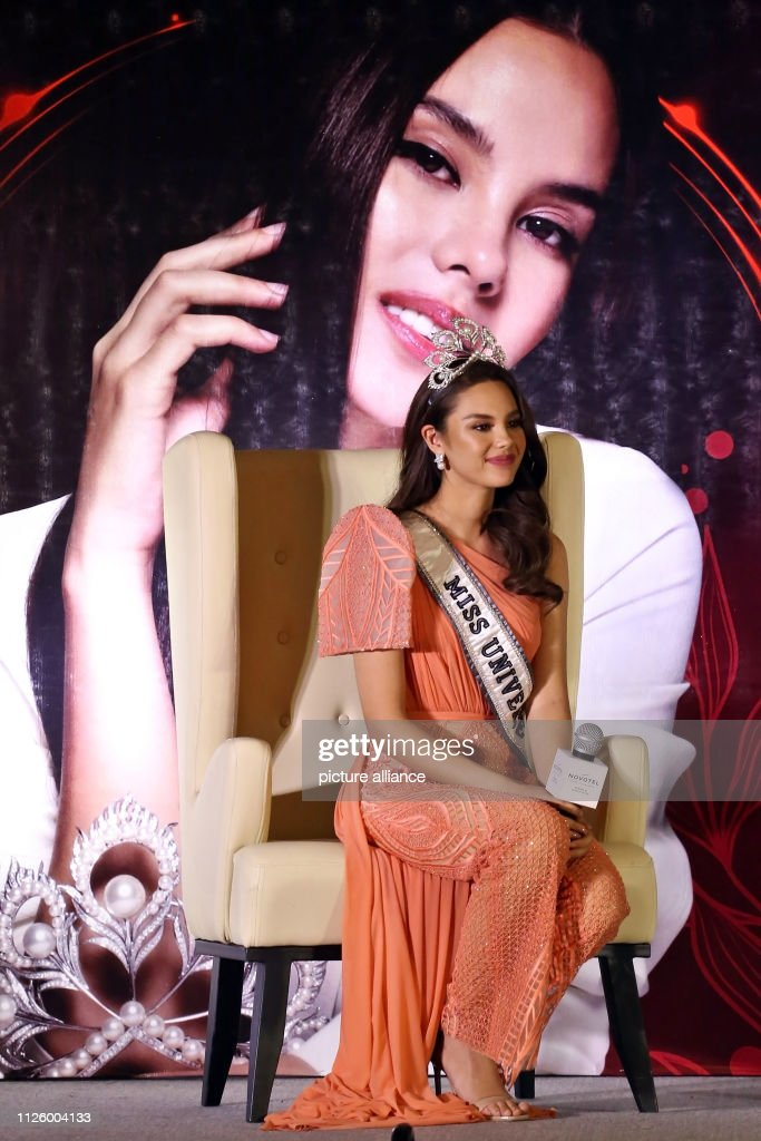 homecoming de miss universe 2018. - Página 5 February-2019-philippines-manila-miss-universe-catriona-gray-gives-a-picture-id1126004133