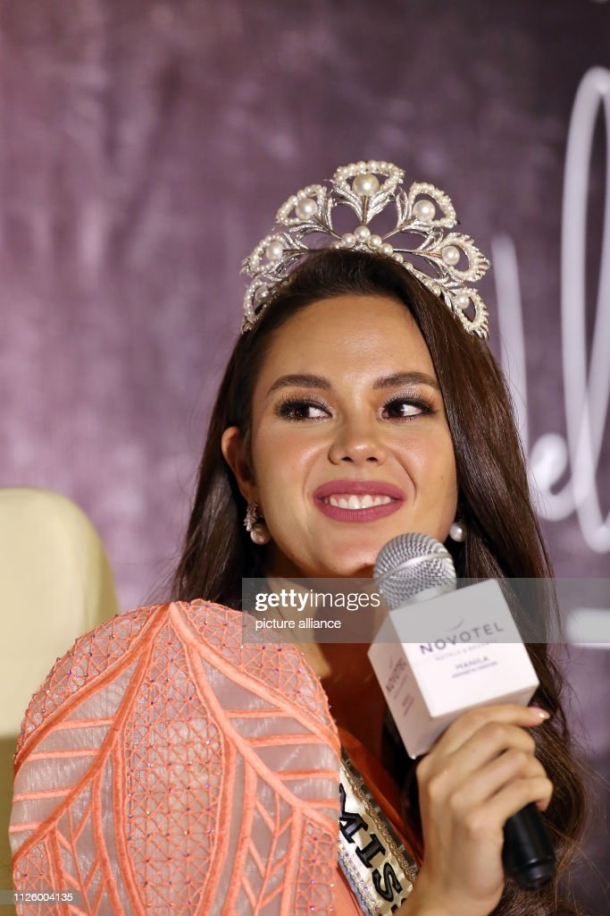 homecoming de miss universe 2018. - Página 5 February-2019-philippines-manila-miss-universe-catriona-gray-gives-a-picture-id1126004135
