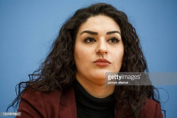 February 2020, Berlin: Cansu Özdemir , top candidate of her party in Hamburg, speaks to journalists at the federal press conference. Photo: Carsten...