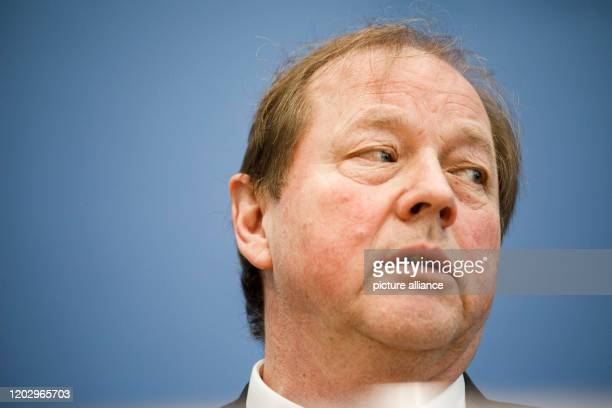 February 2020, Berlin: Dirk Nockemann, AfD top candidate for the citizenship election, speaks to journalists at the federal press conference. Photo:...
