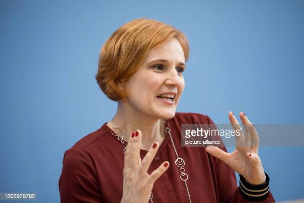 February 2020, Berlin: Katja Kipping, party chairwoman of Die Linke, speaks to journalists at the federal press conference. Photo: Carsten Koall/dpa