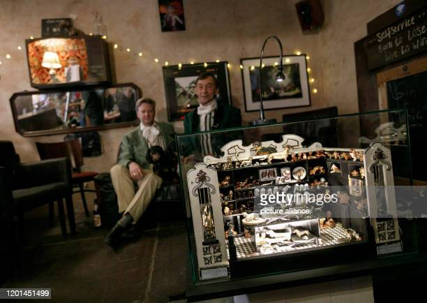 February 2020, Berlin: Oliver Storz and Seppi Küblbeck , founders of the Dachshund Museum in Passau, sit behind the world's smallest dachshund museum...