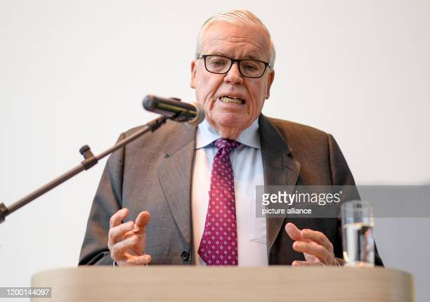 February 2020, Hamburg: Klaus-Michael Kühne, entrepreneur, speaks to employees at the headquarters of Kühne und Nagel AG. Federal Development...