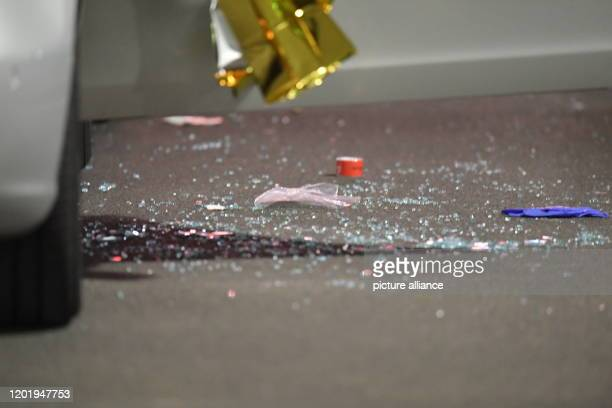 Glass splinters lie next to a car covered with thermo foil Several people have been killed by gunshots in Hanau Hesse Photo Boris Rössler/dpa