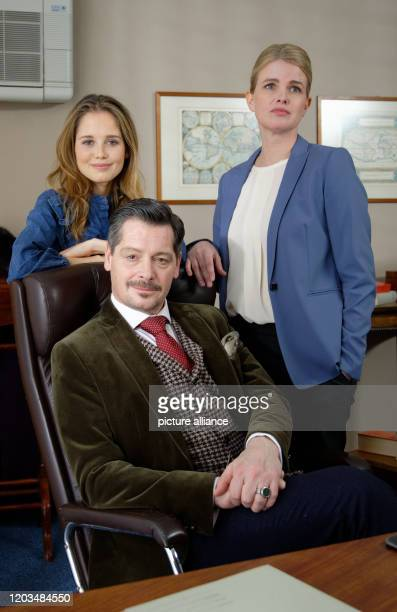 February 2020, North Rhine-Westphalia, Cologne: The actors Bianca Nawrath, Fritz Karl and Mira Bartuschek, pose in the film set during the shooting...