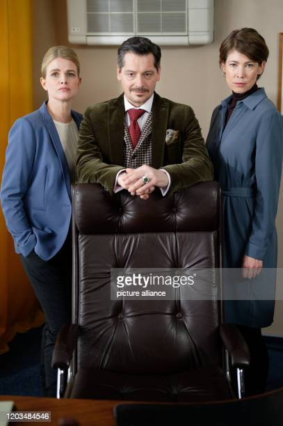 February 2020, North Rhine-Westphalia, Cologne: The actors Mira Bartuschek, Fritz Karl and Sonja Baum are sitting in the film set during the shooting...