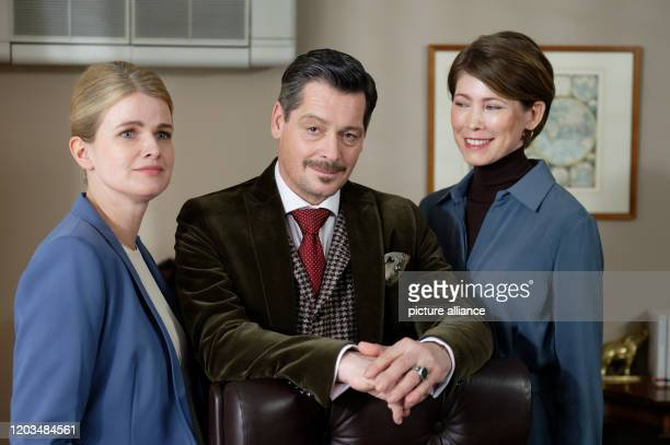 February 2020, North Rhine-Westphalia, Cologne: The actors Mira Bartuschek, Fritz Karl and Sonja Baum are on the film set for the second season of...