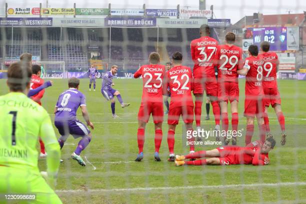 February 2021, Lower Saxony, Osnabrück: Football: 2. Bundesliga, VfL Osnabrück - VfL Bochum, Matchday 20 at Stadion an der Bremer Brücke. Osnabrück's...