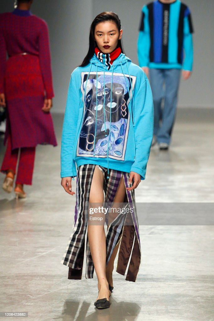 Kenneth Ize : Runway - Paris Fashion Week Womenswear Fall/Winter 2020/2021 : ニュース写真