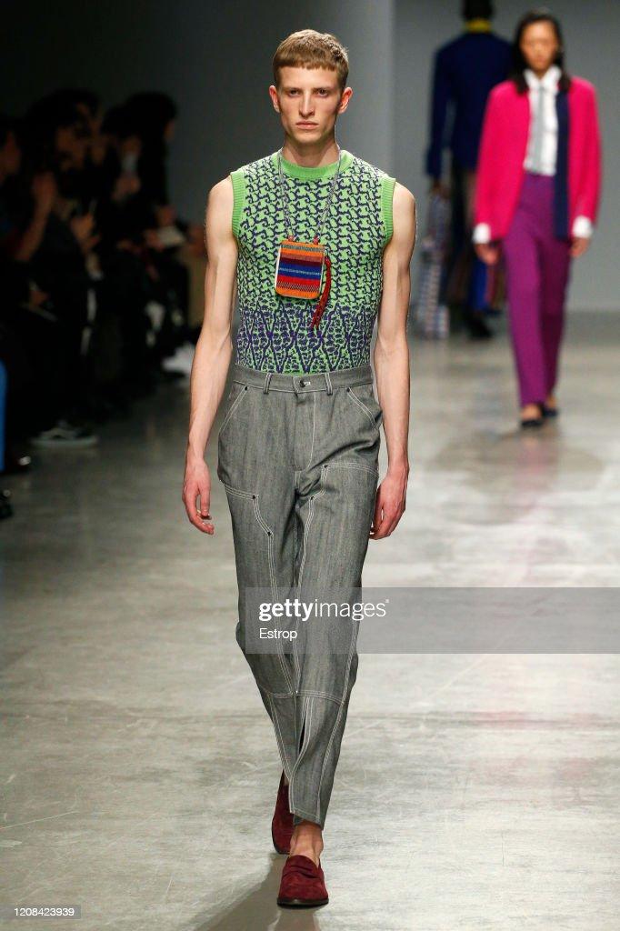 Kenneth Ize : Runway - Paris Fashion Week Womenswear Fall/Winter 2020/2021 : ニュース写真