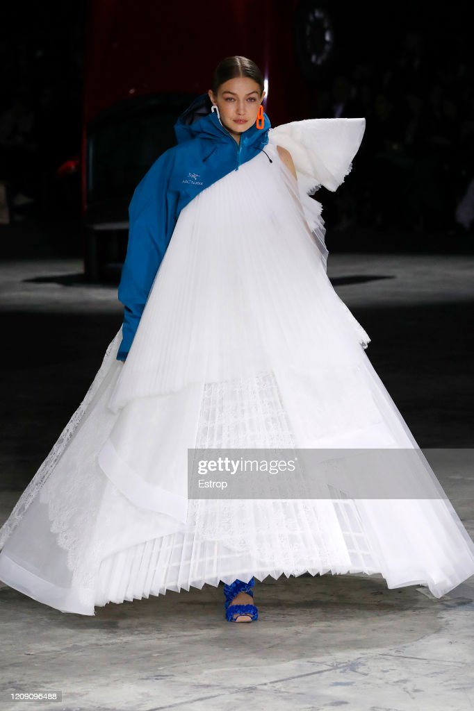 Off-White : Runway - Paris Fashion Week Womenswear Fall/Winter 2020/2021 : Nyhetsfoto