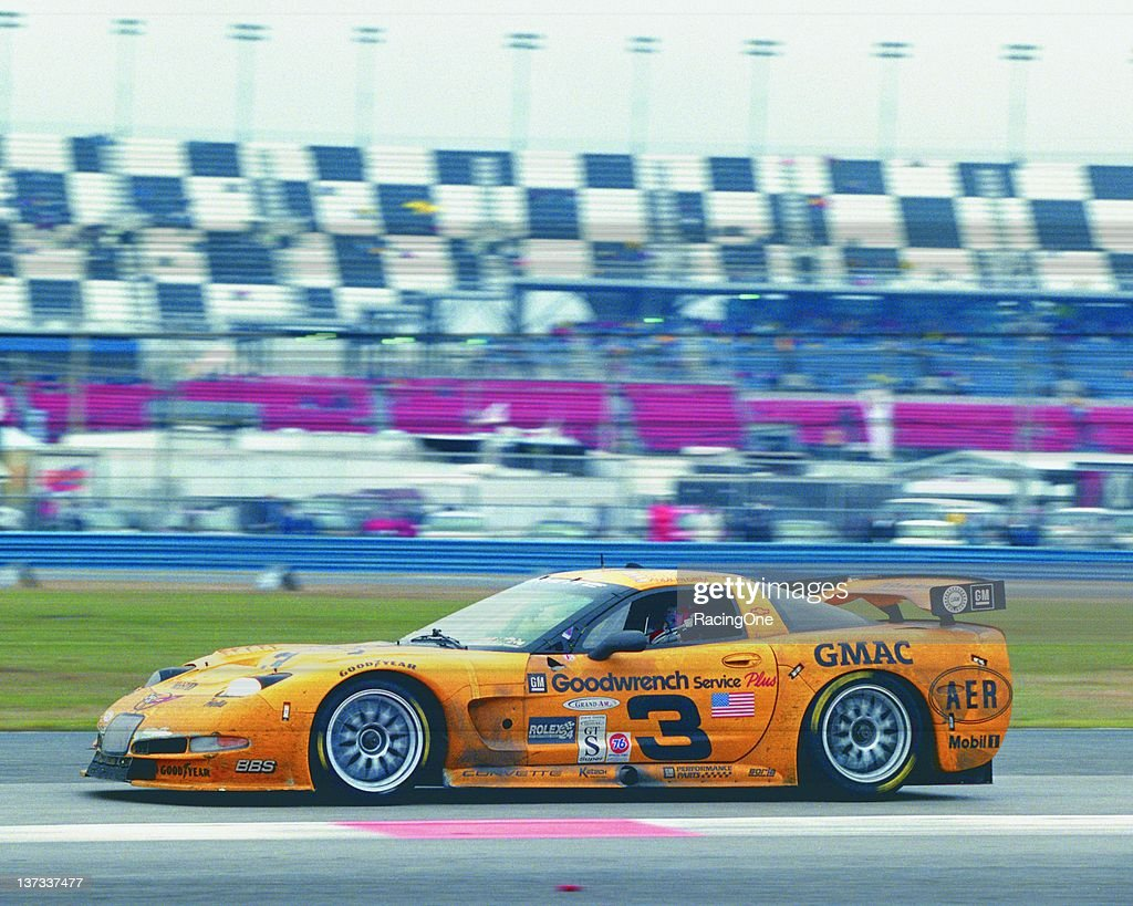 2001 Rolex 24 at Daytona - Earnhardts : News Photo