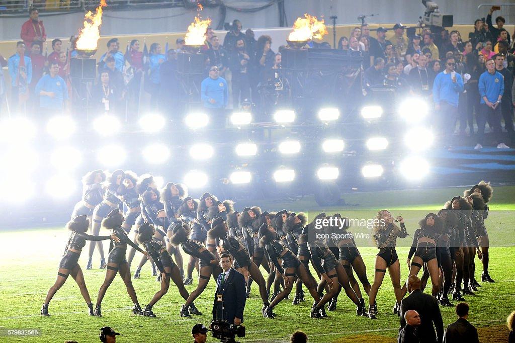 NFL: FEB 07 Super Bowl 50 - Broncos v Panthers - Halftime : News Photo