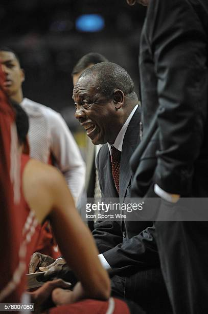 Washington State Cougars head coach Ernie Kent during a time out during the Oregon Ducks game versus Washington State at Matthew Knight Arena in...