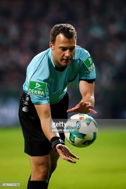 24 Febuary 2018 Germany Bremen German Bundesliga soccer match between Werder Bremen and Hamburger SV Weserstadion Referee Felix Zwayer catches the...
