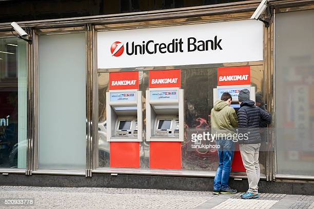 Fecthing Cash at Unicredit Bank ATM