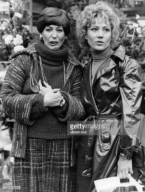 Feddersen Helga *Schauspielerin D mit Antje Hagen in der satirischenTVSendung 'Abramakabra' 1976