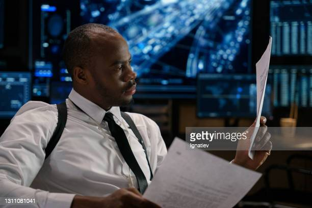 彼の職場のストック写真で連邦捜査官 - 刑事司法 ストックフォトと画像