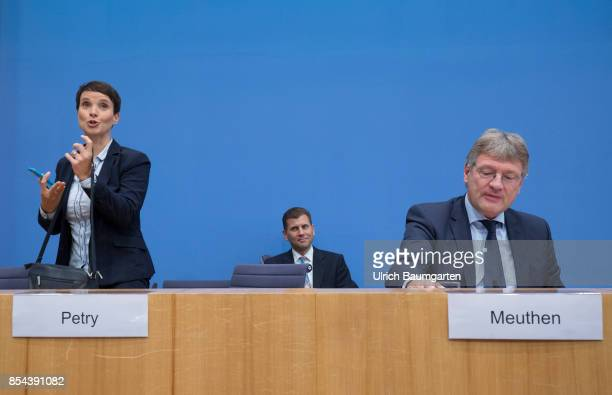 Federal elections 2017 Federal press conference the day after the election Frauke Petry leaves prematurely the Federal press conference Frauke Petry...