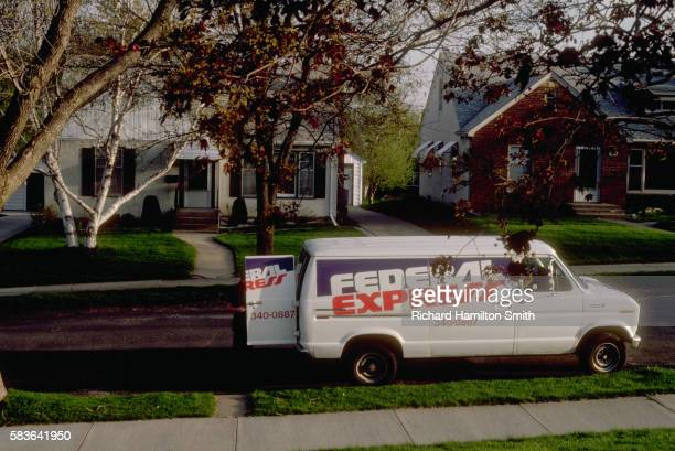 federal express delivery - federal express stock pictures, royalty-free photos & images