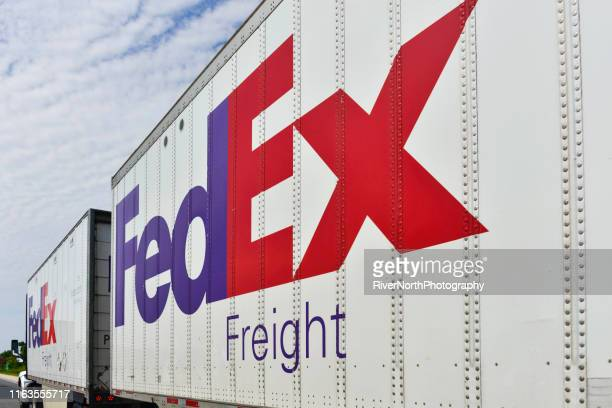 federal express semi truck - fedex truck stock pictures, royalty-free photos & images