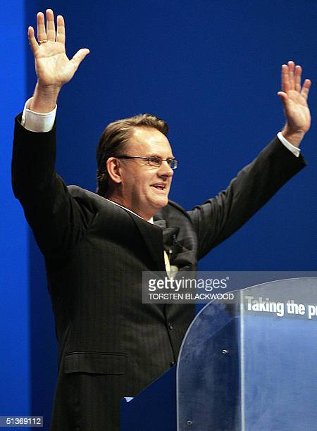 Federal opposition leader Mark Latham acknowledges the applause from the party faithful at the Labor Party campaign launch in Brisbane 29 September...
