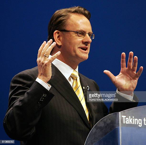 Federal opposition leader Mark Latham delivers his key policies speech to the party faithful at the Labor Party campaign launch in Brisbane 29...