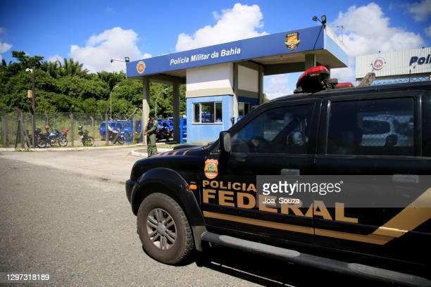 連邦警察モニターワクチン配布 - 連邦警察 ストックフォトと画像