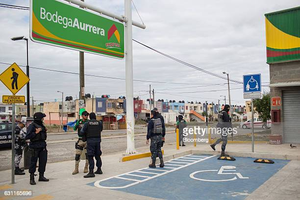 Federal police officers secure a Bodega Aurrera store after looting in Veracruz City Mexico on Saturday Jan 7 2017 Mexico's National Association Of...