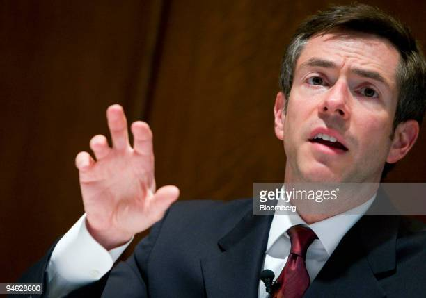 Federal Reserve Governor Randall Kroszner speaks at a Fed hearing on mortgage regulation in Washington DC June 14 2007 Kroszner reiterated the...