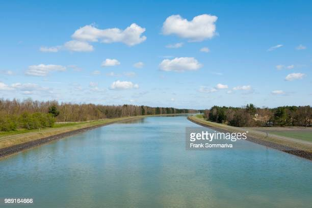 federal waterway elbe lateral canal, near stuede, lower saxony, germany - vista lateral stock pictures, royalty-free photos & images