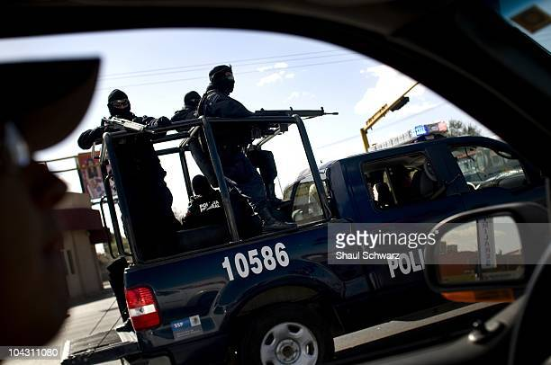 Federalis search cars at a impromptu checkpoint near the border in Juarez Frequently Army and Police forces take such measures in attempt to catch...