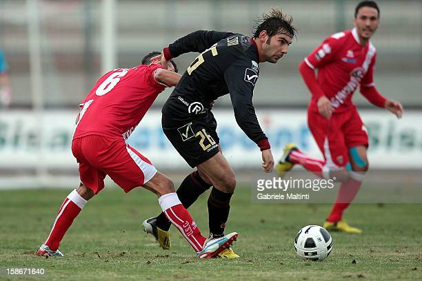 Federico Barba of US Grosseto Fc battles for the ball with Gianmario Comi of Reggina Calcio during the Serie B match between US Grosseto and Reggina...