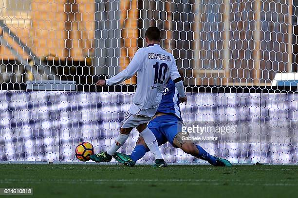Federico Bernardeschi of ACF Fiorentina scores the opening goal during the Serie A match between Empoli FC and ACF Fiorentina at Stadio Carlo...