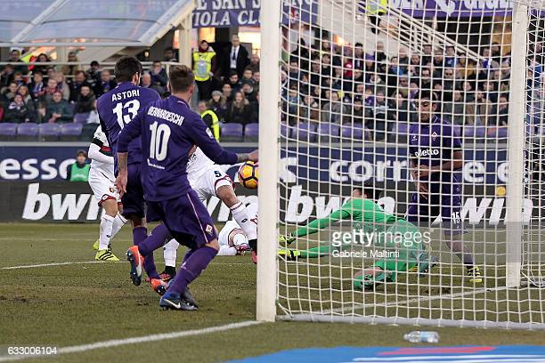 Federico Bernardeschi of ACF Fiorentina touches the ball in the box with one hand during the Serie A match between ACF Fiorentina and Genoa CFC at...