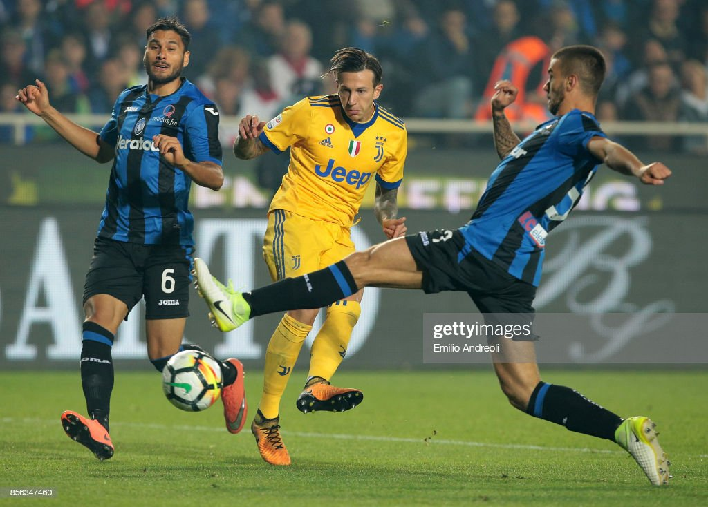 Federico Bernardeschi (C) of Juventus FC is challenged by Leonardo Spinazzola (R) and Jose Palomino (L) of Atalanta BC during the Serie A match between Atalanta BC and Juventus at Stadio Atleti Azzurri d'Italia on October 1, 2017 in Bergamo, Italy.