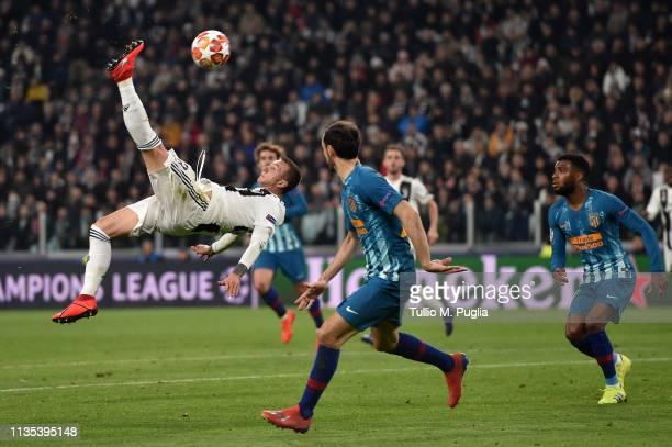 Federico Bernardeschi of Juventus in action during the UEFA Champions League Round of 16 Second Leg match between Juventus and Club de Atletico...