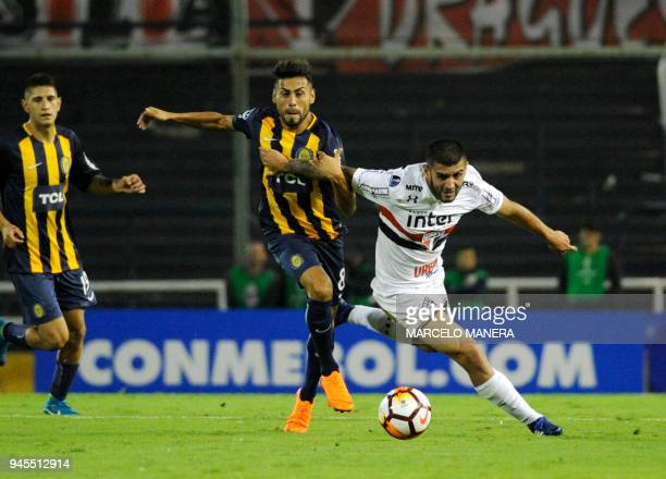 Federico Carrizo of Argentinian Rosario Central vies for the ball with Liziero of Brazilian Sao Paulo during a Copa Sudamericana 2018 football match...