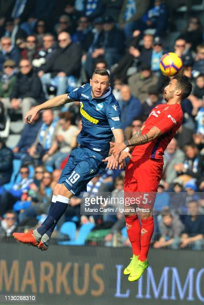 Federico Ceccherini of ACF Fiorentina heads the ball during the Serie A match between SPAL and ACF Fiorentina at Stadio Paolo Mazza on February 17...