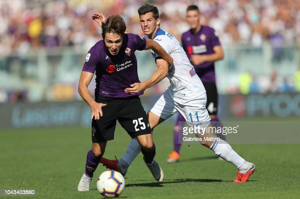 Federico Chiesa of ACF Fiorentina battles for the ball with Remo Freuler of Atalanta BC during the Serie A match between ACF Fiorentina and Atalanta...