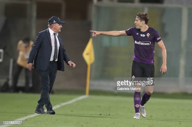 Federico Chiesa of ACF Fiorentina celebrates after scoring a goal with Giuseppe Iachini manager of ACF Fiorentina during the Serie A match between...